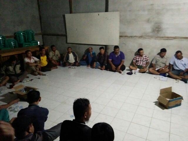 Petani Sawit di Kembayan Protes PT. KGP dengan Aksi Panen Massal