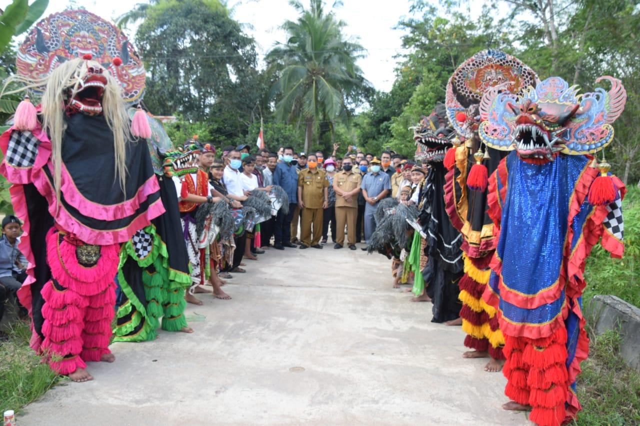 Rupinus – Aloysius Hadiri HUT Trikadharma ke 28 di Desa Nanga Menterap