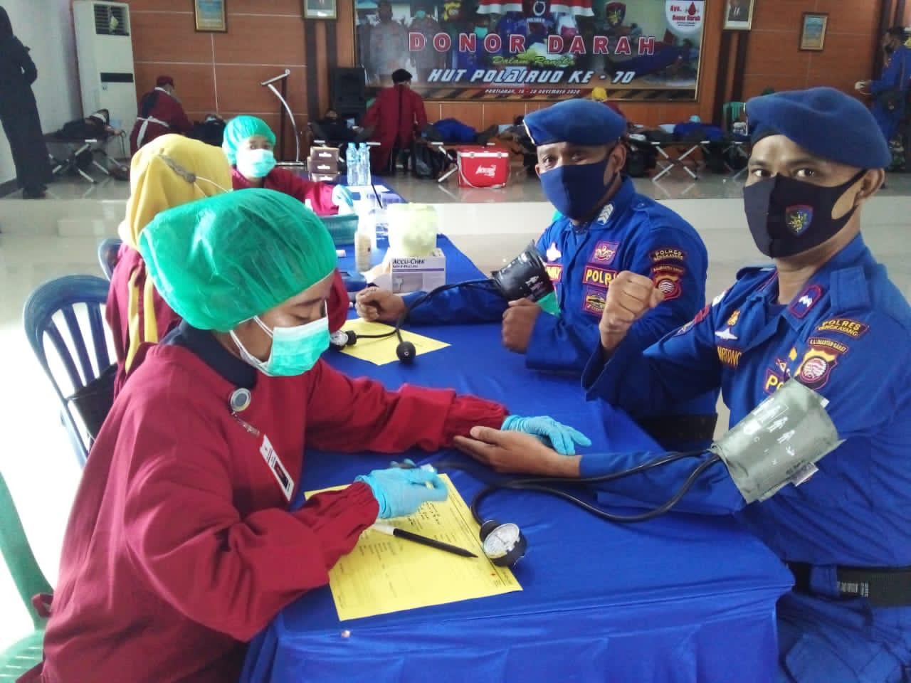 Personel Sat Polair Polres Bengkayang Donor Darah Sambut HUT Polairud  ke-70