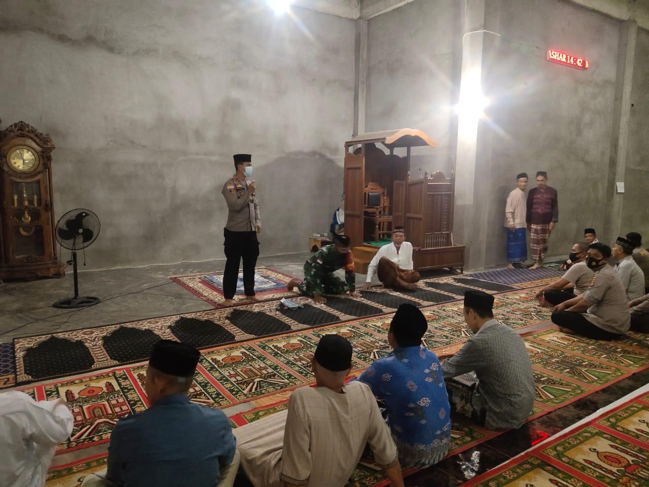 Sukseskan Pilkada, Kapolsek Sanggau Ledo Ajak Jemaah Masjid Jaga Kerukuran Antar Umat Beragama