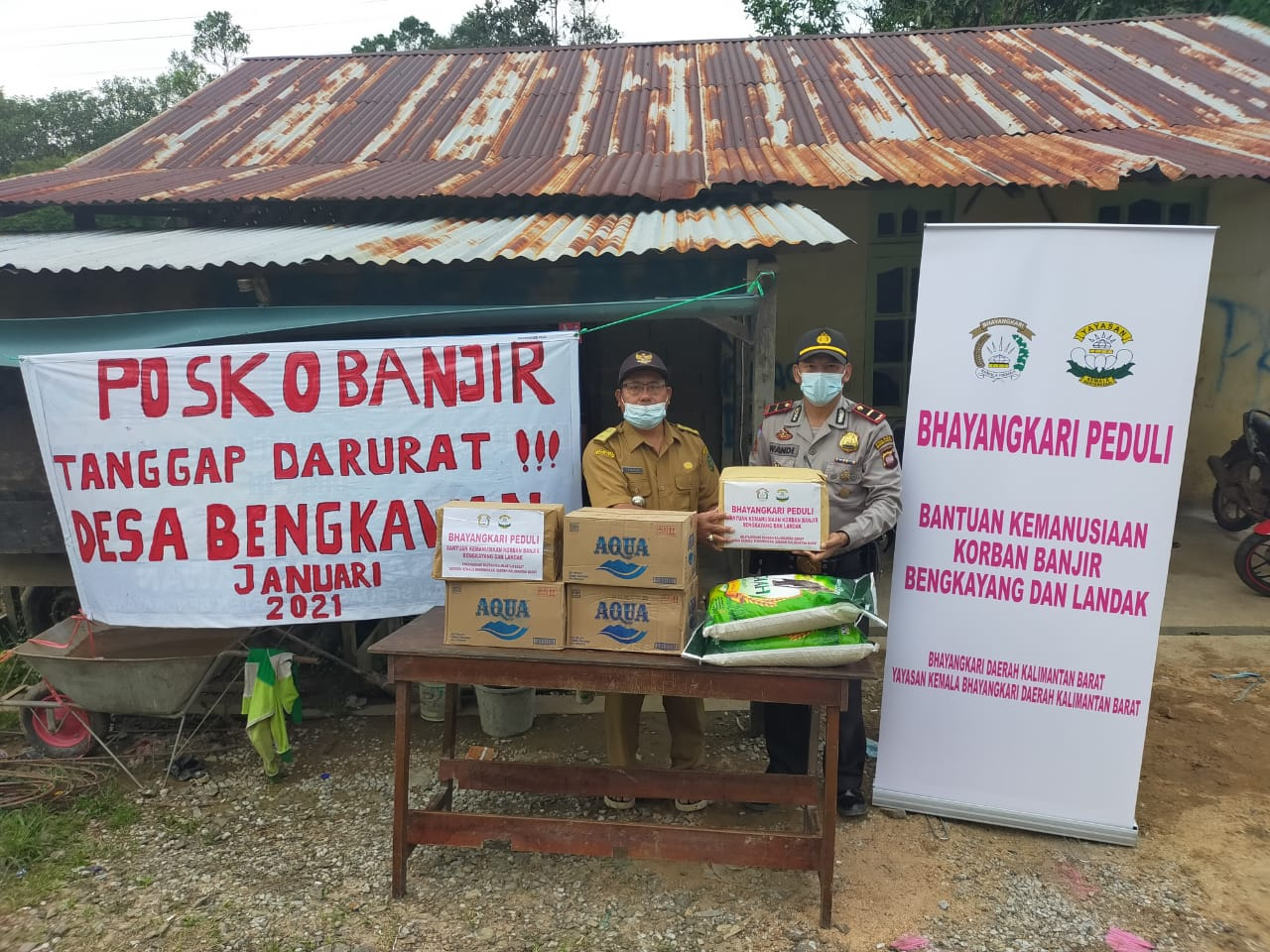 Pemdes dan Warga Korban Banjir di Seluas Sampaikan Terima Kasih kepada Bhayangkari Kalbar