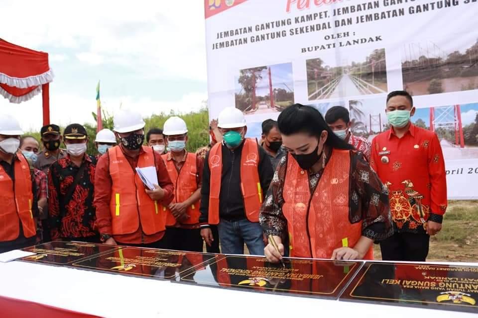 Anggota DPRD Landak Hadiri Peresmian 4 Jembatan Gantung
