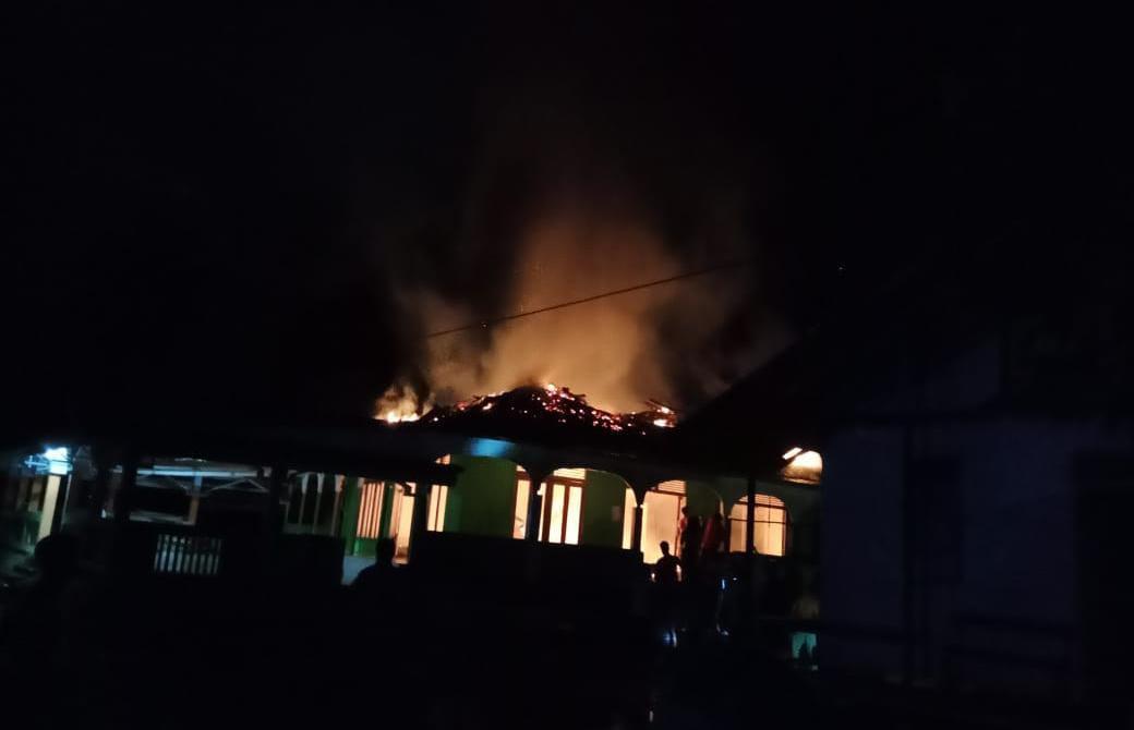 Masjid Assalihin Desa Koman Nanga Taman Terbakar, Diduga Akibat Korsleting Listrik