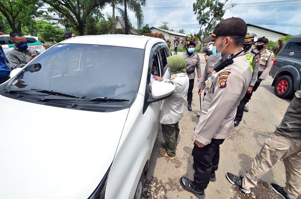 FOTO: Pemudik Diperiksa di Terminal Batas Kota Batu Layang