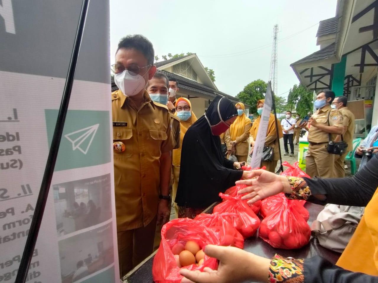 Pemkot Pontianak Gelar Pasar Murah,  Wali Kota Edi Kamtono : Tetap Patuhi Protokol Kesehatan di Pasar Murah