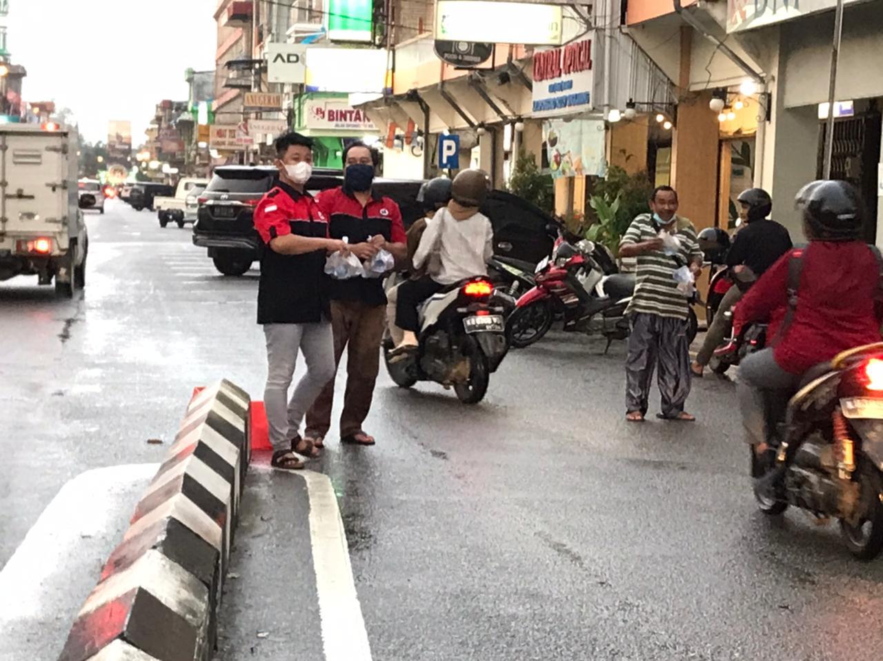 BPK Oi Kota Singkawang Gelar Kegiatan Takjil On The Street