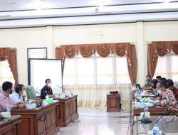 Komisi B DPRD dan Eksekutif  Bahas Raperda Perusda Air Minum Tirta Landak
