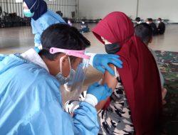 PMI Tiba dari Malaysia Diberi Vaksin di Tempat Karantina