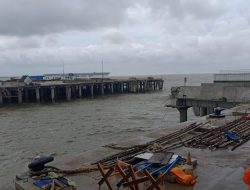 Jalan ke Pelabuhan Terminal Kijing Terputus karena Trestel Jebol