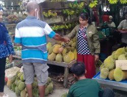 Rasanya Enak, Durian Lokal di Sekadau Laku Keras