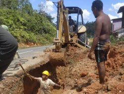 Pipa Induk Rusak, Aliran Air PDAM ke Dua Kecamatan di Sekadau Terganggu