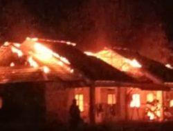 Dua Bangunan Mess Kejari Sekadau Terbakar, Diduga Korsleting Listrik