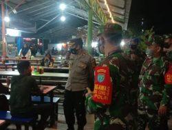 Sambangi Kuliner Malam Terminal Mempawah, TNI-POLRI Berikan Pesan Humanis