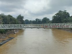 Legislator Ini Keluhkan Air Sungai Sekadau Tak Bisa Dikonsumsi Akibat Pencemaran