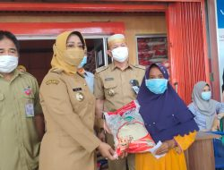 Erlina Monitoring Penyaluran Bantuan Sosial Beras di Sungai Pinyuh