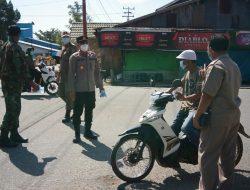 Polsek Simpang Hilir dan Tim Covid-19 Simpang Hilir Bagikan Masker ke Sejumlah Pengguna Jalan