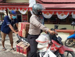 Blusukan Keliling Kampung, Polisi di Mempawah Ini Salurkan Sembako untuk Warga Isoman