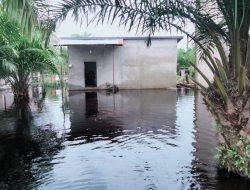 Banjir Tahunan, Aktifitas Warga Mega Timur Kuburaya Hampir Lumpuh