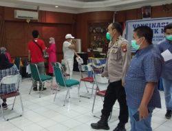 21 Nakes di Jongkat Dikerahkan untuk Vaksinasi Ratusan Warga Wajok