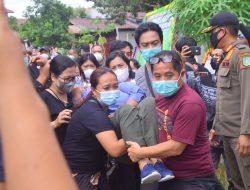 Disambut Isak Tangis Keluarga, Jenazah Mendiang Wabup Sintang Tiba di Rumah Duka