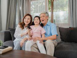 Sambut Hari Lansia Nasional, Ini 5 Aktivitas Seru Bareng Kakek dan Nenek Tercinta