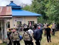 Massa Bakar Bangunan Dekat Masjid di Pemukiman Ahmadiyah Sintang