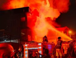 Empat Ruko Pasar Mawar Ludes Terbakar